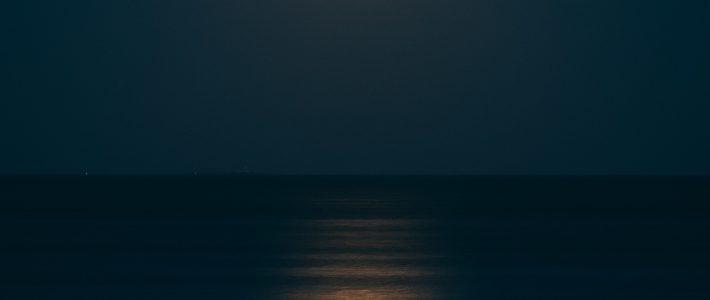 Y tú qué ves: ¿la luz o la oscuridad que la rodea?